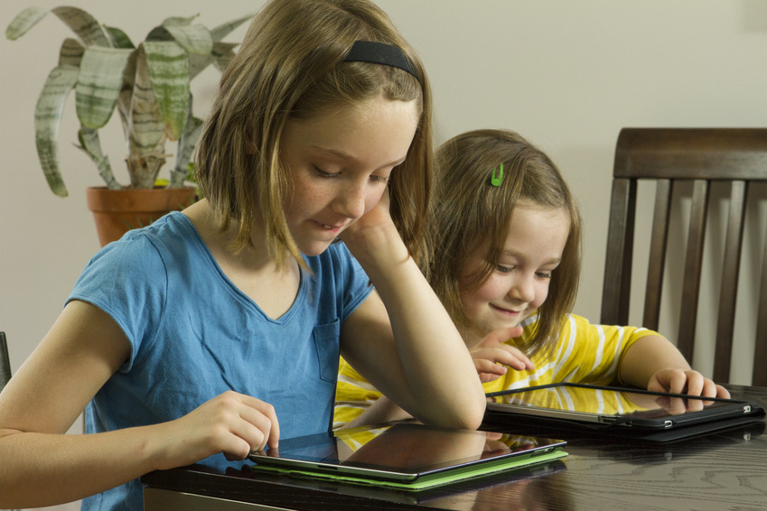 E-Learning: Arbeiten mit dem Tablet © Burlingham /Fotolia.com