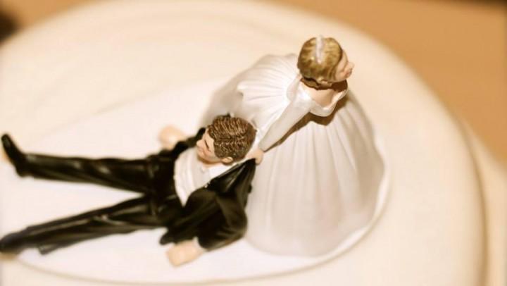 Hochzeitsvorbereitungen: Ihre individuelle Figur für den Hochzeitskuchen © MarceloCoimbra / morguefile.com