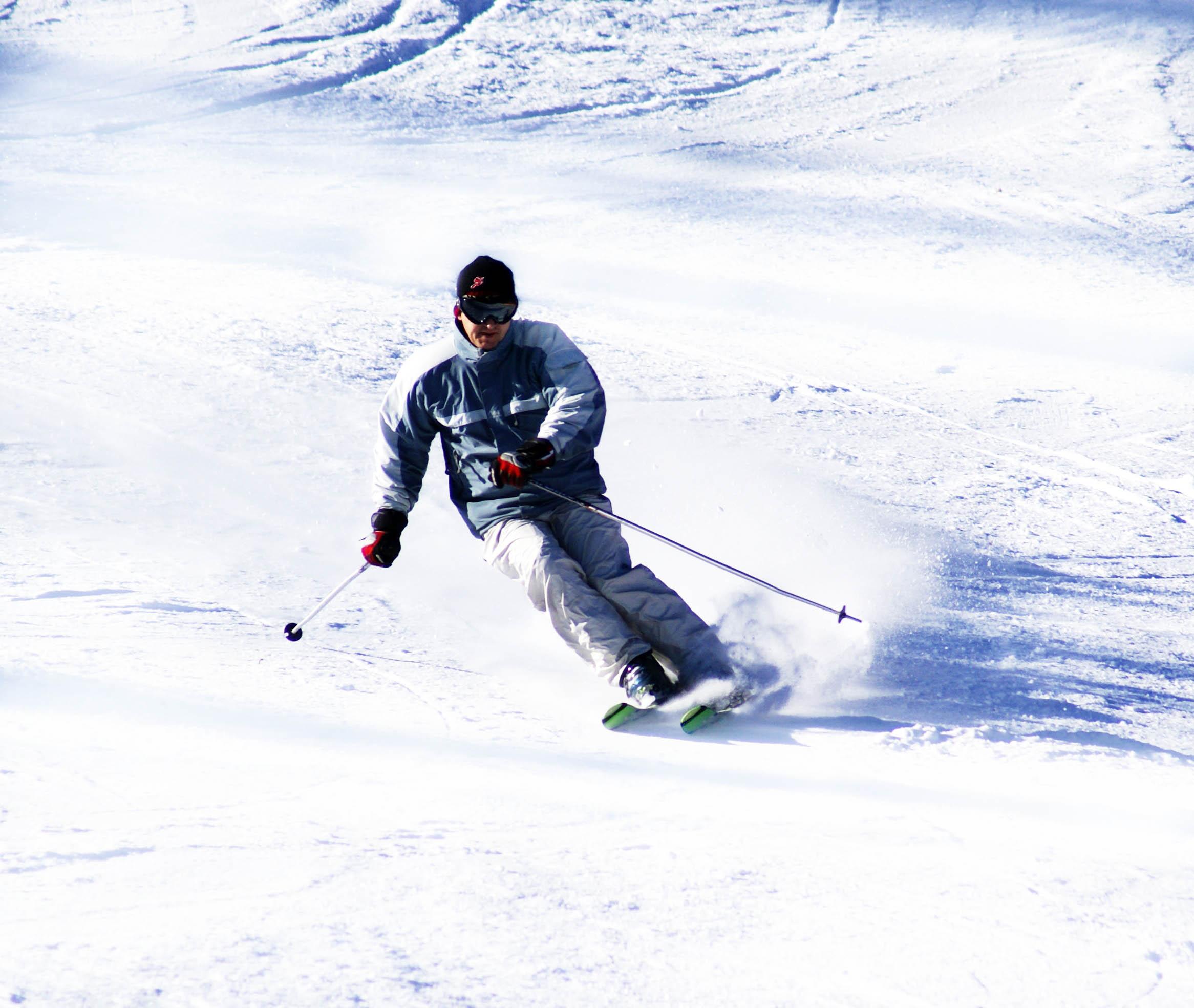 Anleitung zur Skigymnastik für Zuhause: Frühzeitig auf den Winterurlaub vorbereiten