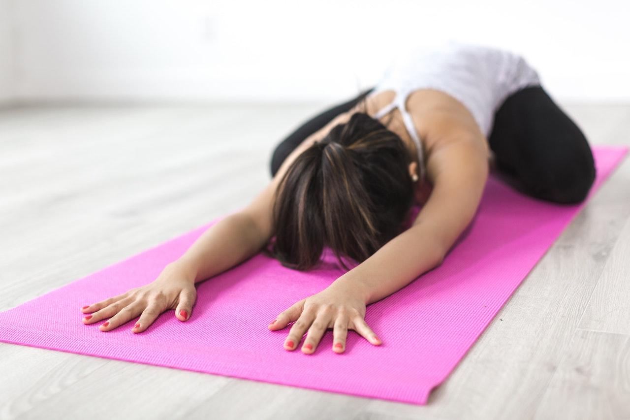 Mit Yoga können Ausübende positiven Einfluss auf Körper, Geist und Seele nehmen © pexels.com