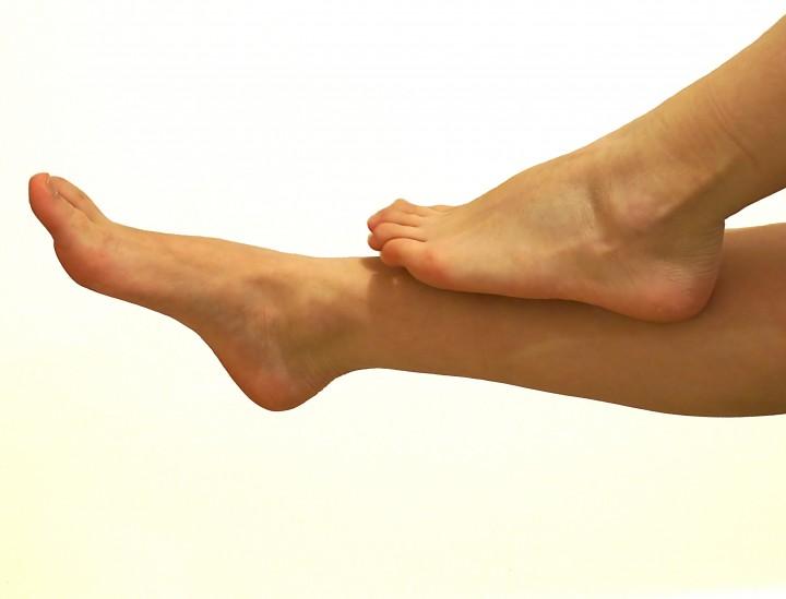 Die besten Tipps gegen geschwollene Füße im Sommer