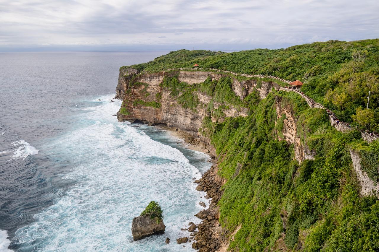 Bali-Urlaub, Reise Bali, Balireise, Steilküste, Tempel
