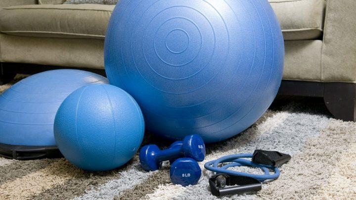 Fitnessgeräte für das Training zuhause © rob9040/ pixabay.com