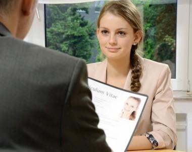 Teenager bei Vorstellungsgespräch © Dan Race - Fotolia.com
