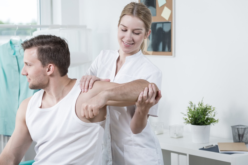 Beauty physiotherapist at work © Photographee.eu - Fotolia.com