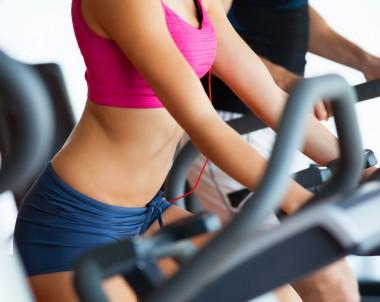 Fit und schlank zu Hause -  Spinning für Fitness auf dem Heimtrainer Crosstrainer
