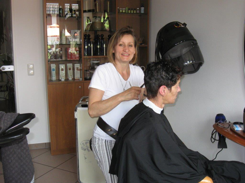 Friseurin, Haare schneiden, Kundin