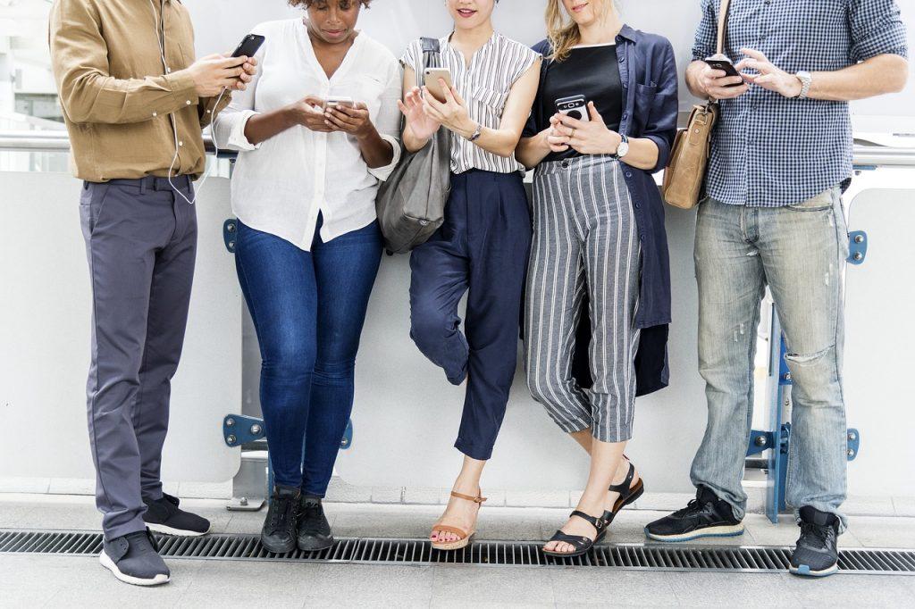 Kinder und Smartphone, Kinder am Smartphone. Smartphone Kinder, Handy