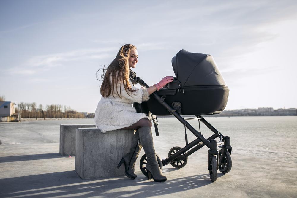 Der richtige Kinderwagen für den Winter © mariana hadomska / Shutterstock
