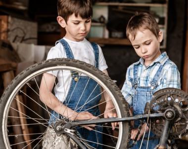 Kinder in der Kinderwerkstatt © Evgenii - Fotolia