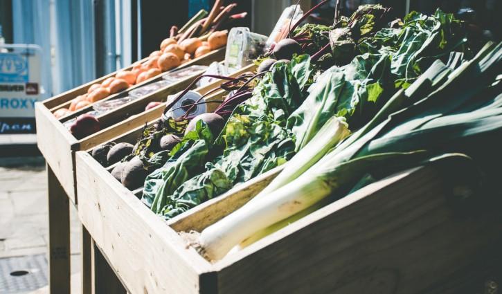 solidarische Landwirtschaft, Kiste, Gemüse, Lauch, Karotten