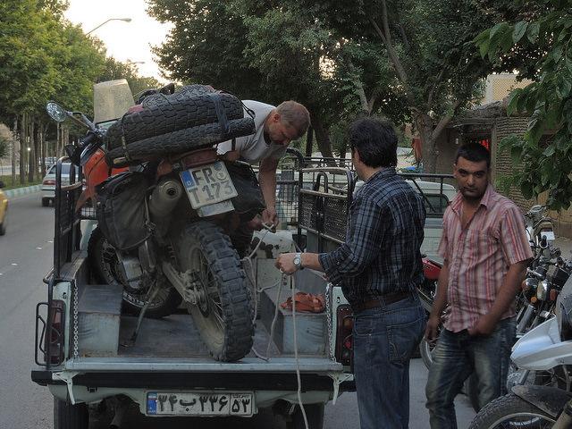 Rad Kaputt in Isfahan © C. Schaible  www.2malweg.eu  2014