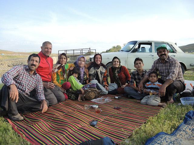 Picknick mit kurdischer Familie © C. Schaible  www.2malweg.eu  2014