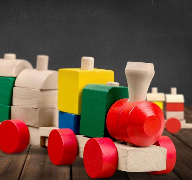 Öko-Spielzeug aus Holz Ⓒ Billion Photos.com/ Fotolia.com