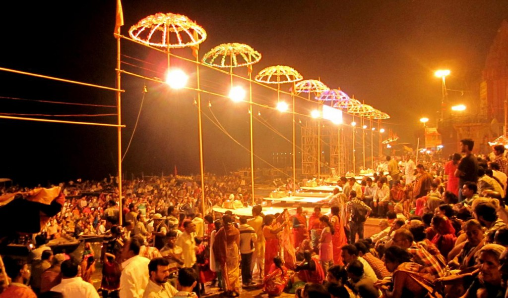 Zeremonie zu Ehren Shivas in Varanasi © Fernsuchtblog