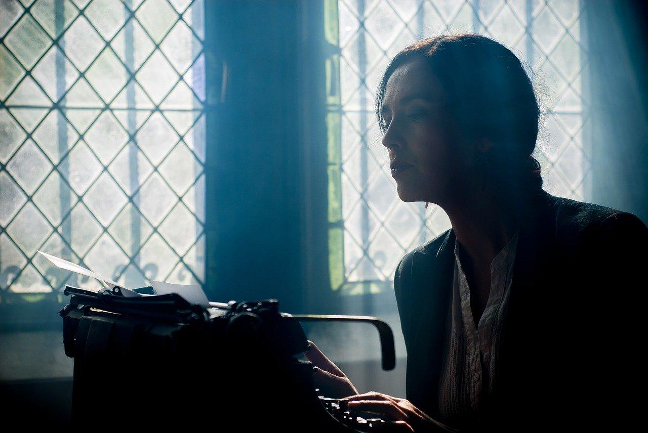 In der Literaturgeschichte gibt es nur wenige berühmte Schriftstellerinnen. © Yerson Retamal / pixabay.com