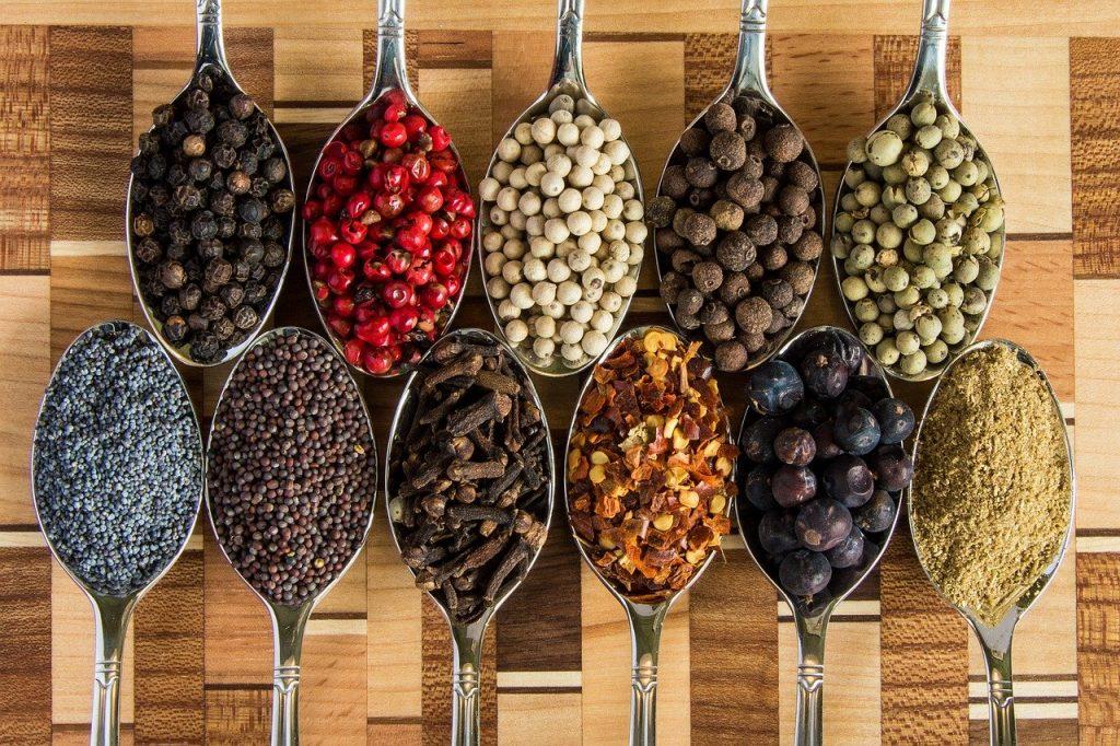 Kräuter und Würze verleihen dem Essen Charakter - doch die Dosis macht den Genuss.
