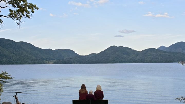 Oma, Mutter und Tochter am Walchensee – ein Kraftort für Jung und Alt, ©FlareFilm
